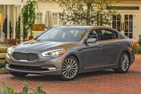 Kia K900: Affordable luxury from our Korean Komrades